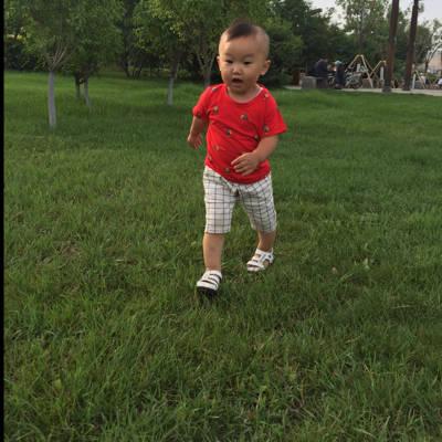 1岁7个月的宝宝 走路罗圈腿 怎么办 小时候爷没