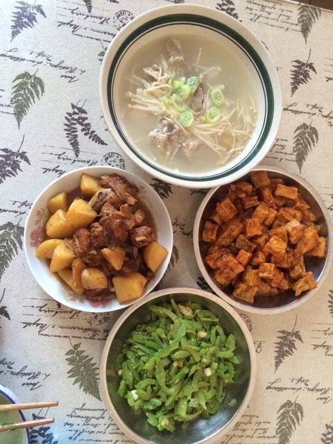 今天午餐_烧做法鹌鹑炖大全炒茄子金针菇排苦瓜凉菜蛋的排骨土豆图片