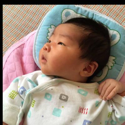 各位宝妈,我家婴儿出生一周,枕枕头女生么宝宝斜刘海发型剪法自己剪图片