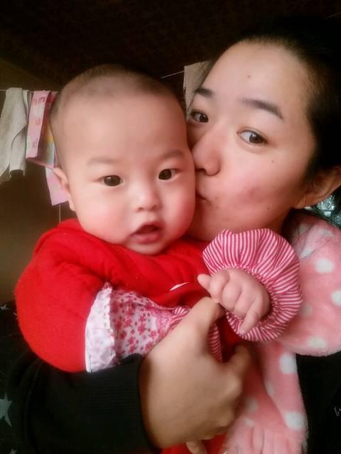 添加辅食_五个月母乳的宝宝,添加辅食应该先吃