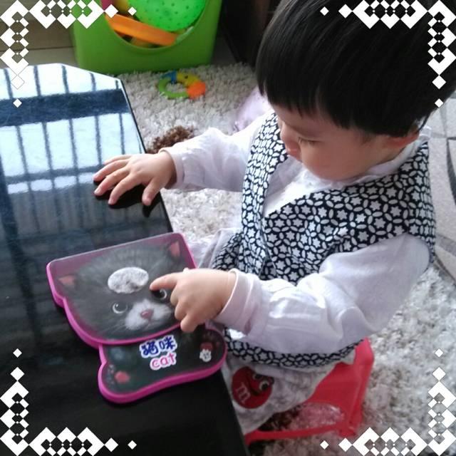 v宝贝爱看屋的宝贝摸摸书_女生现在1岁3个月,同诅咒新书图片